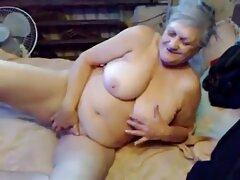 Vi a una anciana aburrida delante porno mexicano casero real de la cámara.