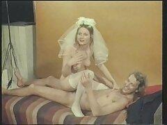 Un Shebab experimentado dobla un culo carnoso mientras porno casero real se masturba.