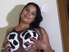 Dos videos caseros amateur reales besándose, desnudándose delante de TI, puta