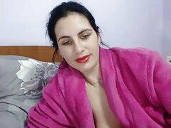 Un blanco grueso se duerme anal real casero en la cama y luego se asigna completamente desnudo.
