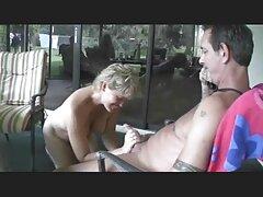 Adorable stripper chica en vivo en la webcam real sexo casero
